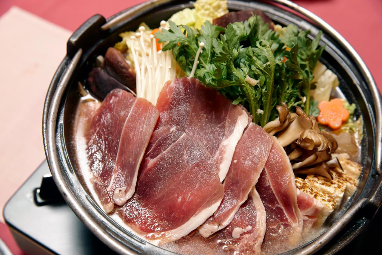 天城名物といえばわさび、そして地元のいのししを使った猪鍋だ。
