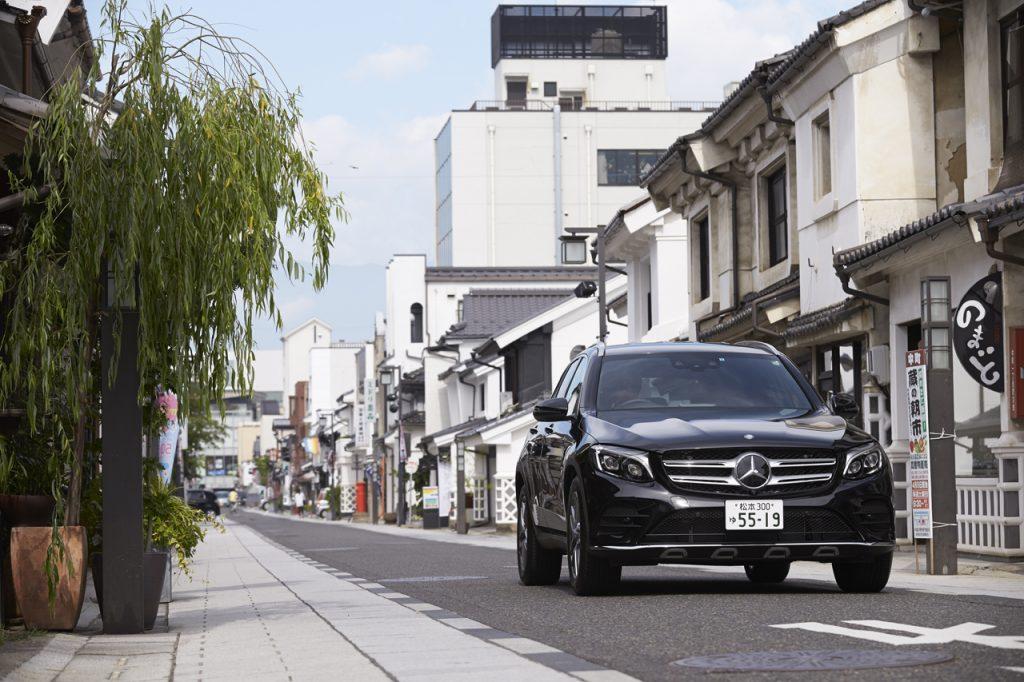 松本市内、城下町の面影を強く残す「中町通り」。オシャレな民芸店などが並ぶ。