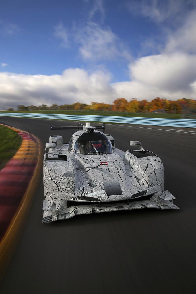 道路にライトで文字を書く!  メルセデス・ベンツが新型ヘッドライトを発表 - Revolution der Scheinwerfertechnologie: Mercedes leuchtet in HD-Qualität