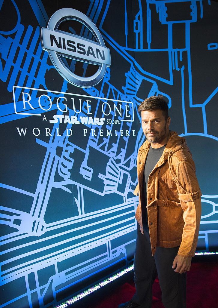 スター・ウォーズ最新作「ローグ・ワン」ワールドプレミア画像満載! 日産「ローグ」も華を添える - Ricky Martin