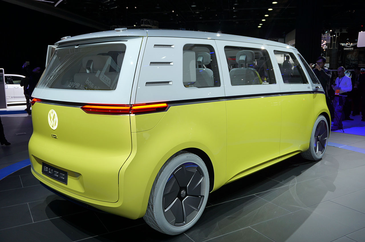 【デトロイトショー2017】VWが次世代ミニバンのコンセプト「I.D.BUZZ」を披露 - vw-i-d-buzz-2017-3