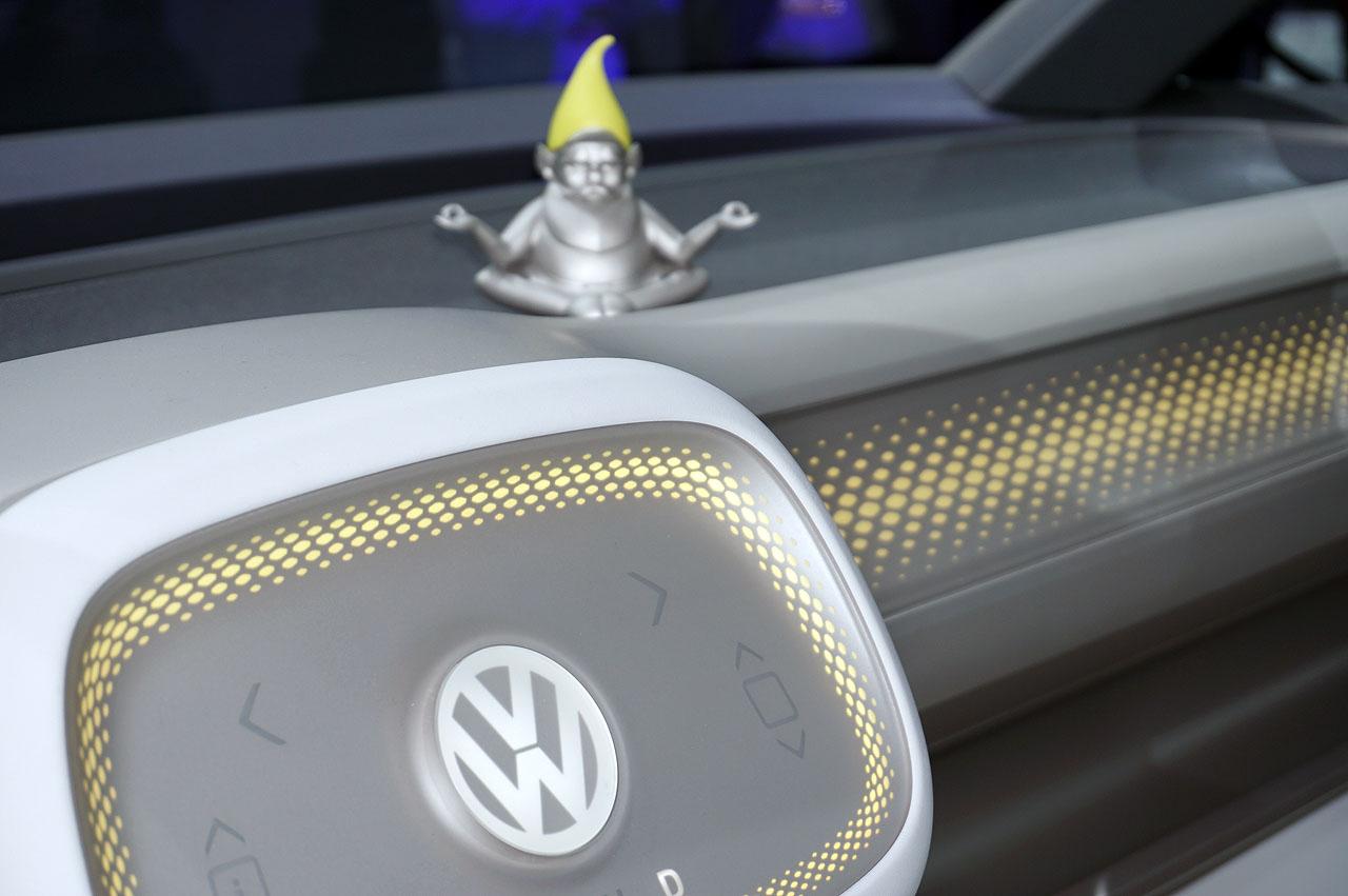【デトロイトショー2017】VWが次世代ミニバンのコンセプト「I.D.BUZZ」を披露 - vw-i-d-buzz-2017-6