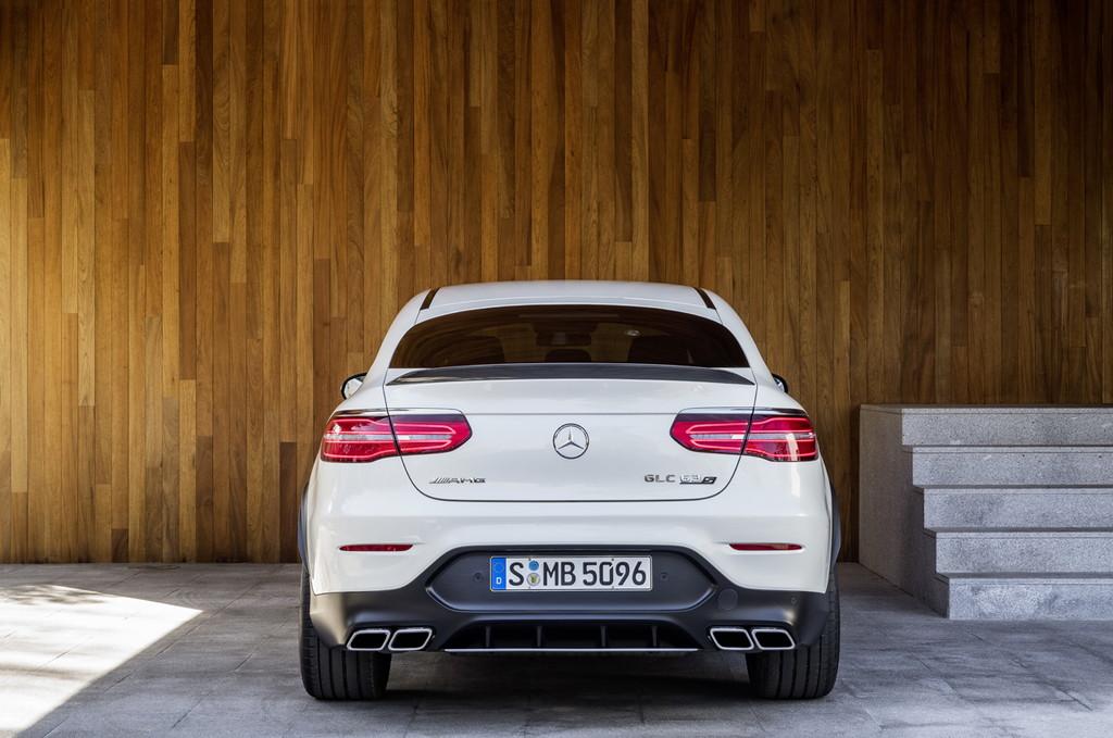 メルセデスAMGがGLCとGLCクーペに最強の63 4マチックを追加 - Mercedes-AMG GLC 63 S 4MATIC+ Coupé, 2017