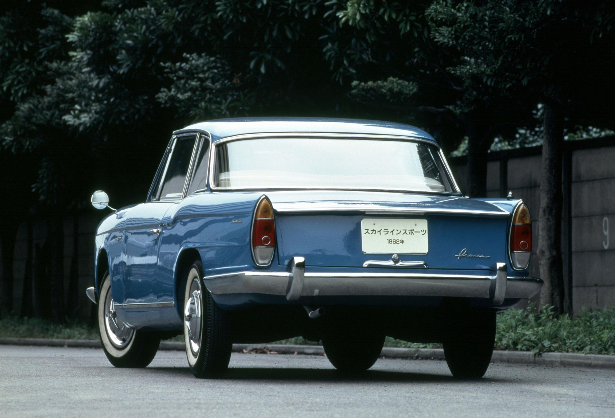 日産「スカイライン」の60年、全モデルを写真で振り返る① - 1962_skyline_sport_coupe_BLRA-3_rear-source
