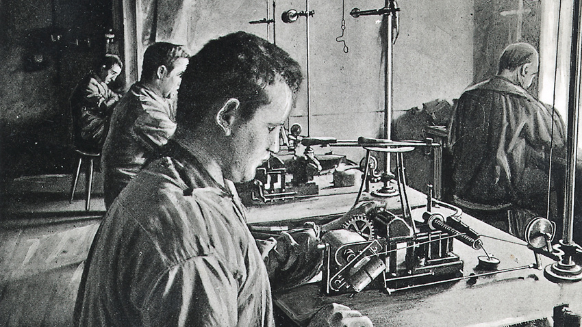 bosch_workers_manufacturing_magnetos_1900-2