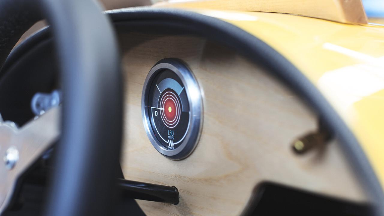 モーガン「EV3ジュニア」はカーボン製ボディ&木製ダッシュボードの超本格派 - ev3-junior-6-min