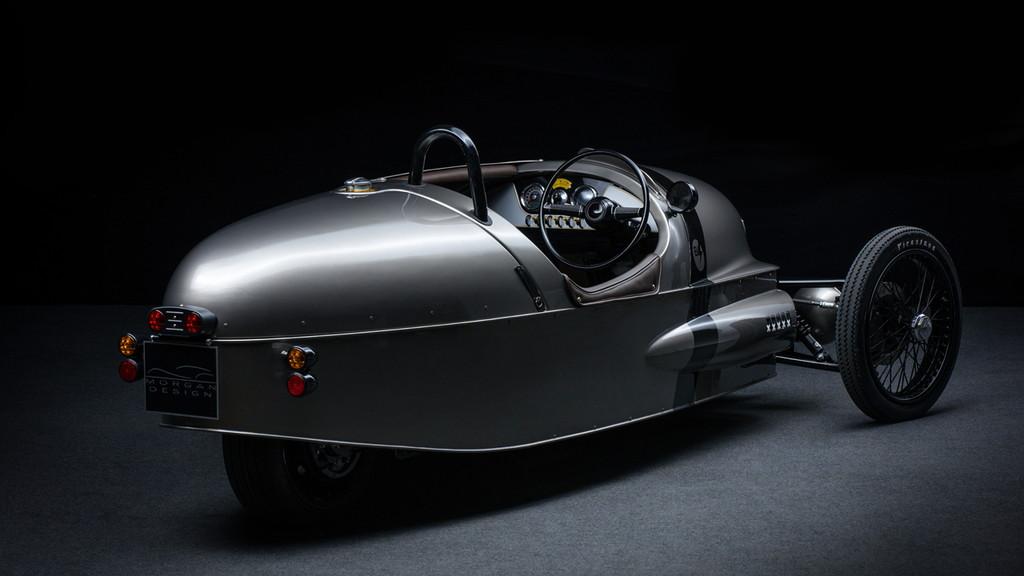 モーガン「EV3ジュニア」はカーボン製ボディ&木製ダッシュボードの超本格派 - ev3h14