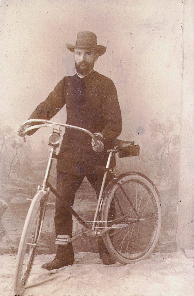 robert_bosch_with_his_bike_1890-2