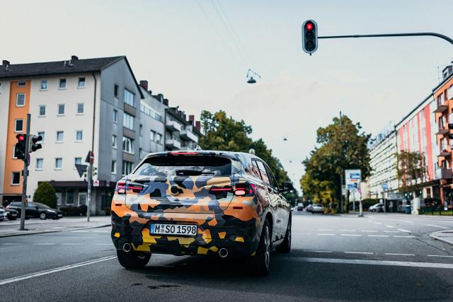 0814_BMW-X2-teaser_15