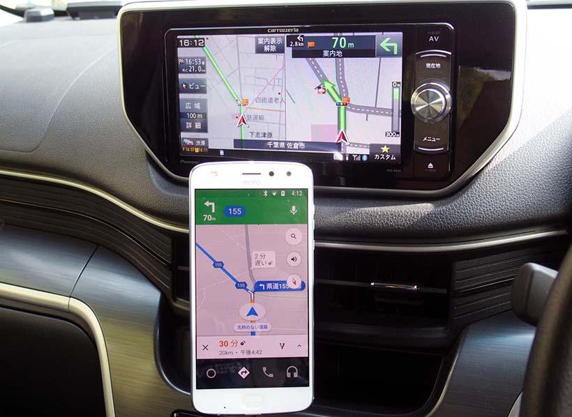 ↑分岐点に近づくと地図を自動拡大して進行方向を案内。車載カーナビの多くは付近を専用拡大図で表示する
